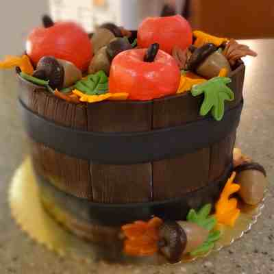 Apple Basket Fondant Cake 1